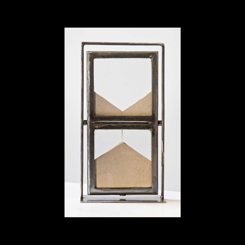 Jean-Bernard Métais, Sans titre, 2000, Sablier, de la série Temps Impartis Métal, verre, sable de Fontainebleau, 30 x 14 x 10 cm. 5/7