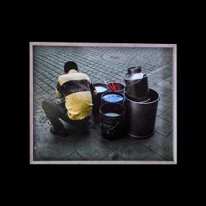 Photographie de Diane Moulenc « L'homme aux seaux » Mexico city.