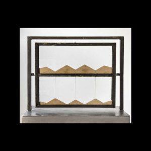 Jean-Bernard Métais, Sans titre, Sablier, de la série Réversibles 3 temps, 1988. Métal, verre, sable blanc 65 x 65 x 30 cm