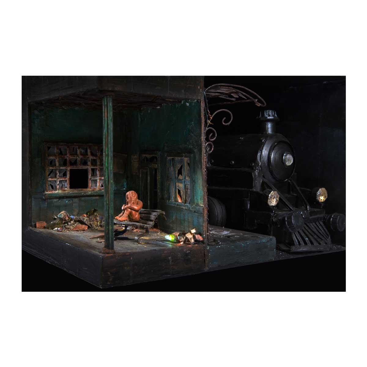 Noëlle de Grandsaigne, Le départ, 2016. Série 'Noëlle met son ciné en boîte' 20 x 32 x 31 cm