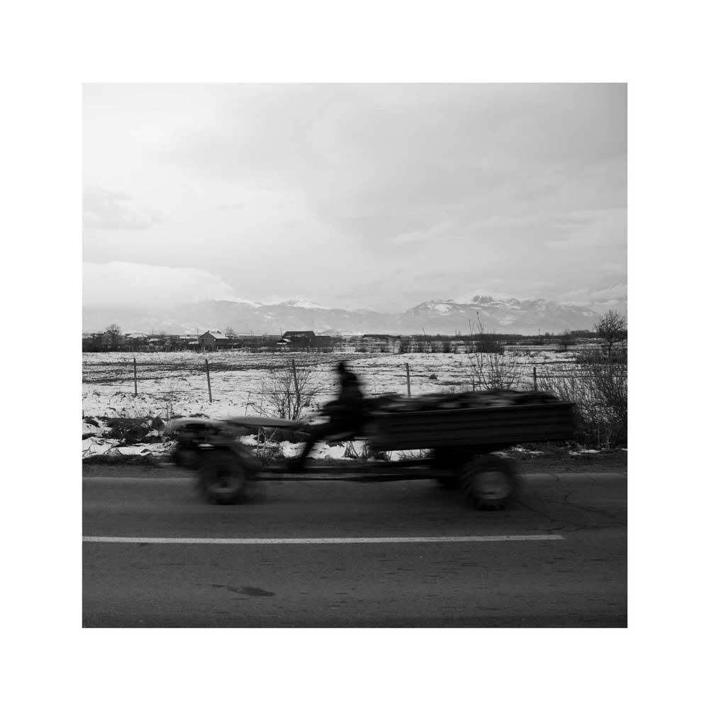 Adrien Pezennec, Route entre Pristina et Mitrovica, de la série Almost history, 2014