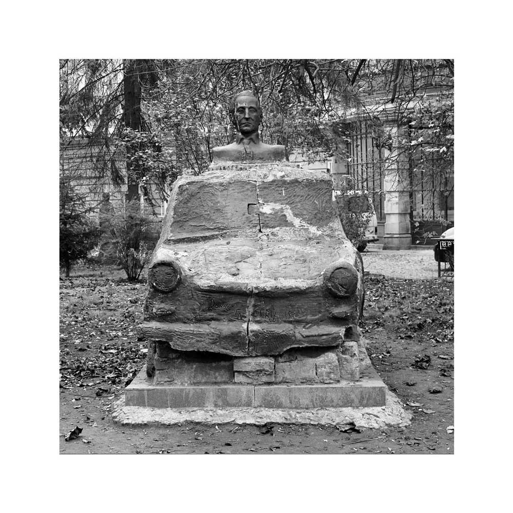 Adrien Pezennec, Traban Bulgarie, de la série Almost history, 2013